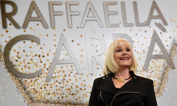 Raffaella ci ha lasciato senza fare 'Rumore'. Ora tutta Italia la piange 'da Trieste in giù'