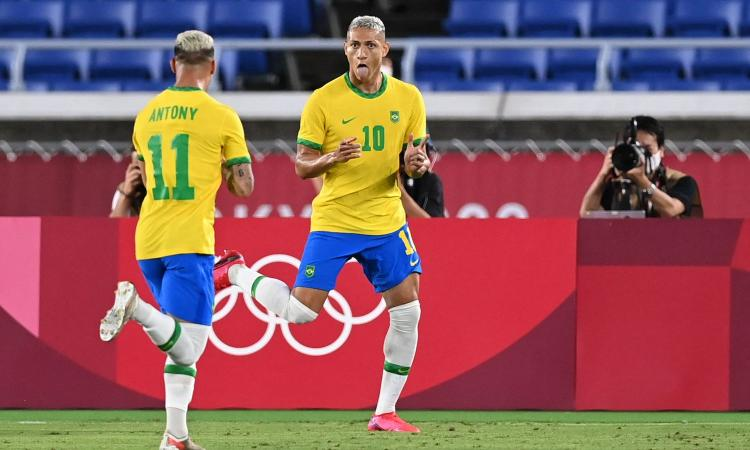 Olimpiadi, il giorno del calcio: crollo Francia e Argentina, Richarlison trascina il Brasile. Solo 0-0 la Spagna