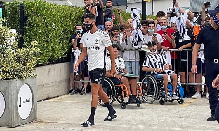Juve, Ronaldo è tornato: finite le visite al JMedical. Ci sono anche Rabiot, Ramsey, de Ligt e Kulusevski VIDEO