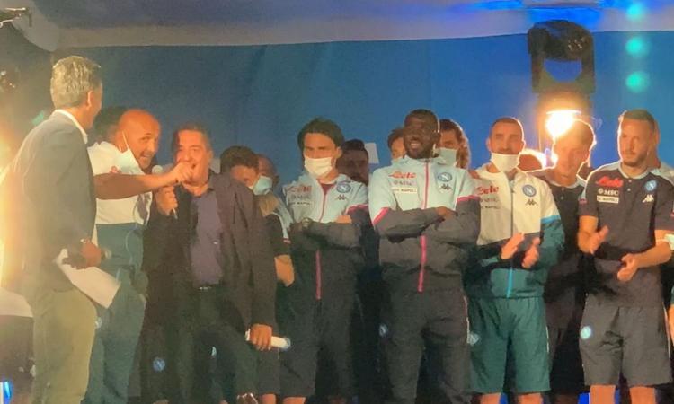 Napoli, la presentazione della squadra tra ovazioni, cori e balli a Dimaro VIDEO