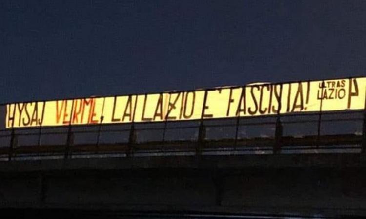 Caso 'Bella Ciao', striscione degli ultras a Roma: 'Hysaj verme, la Lazio è fascista!'