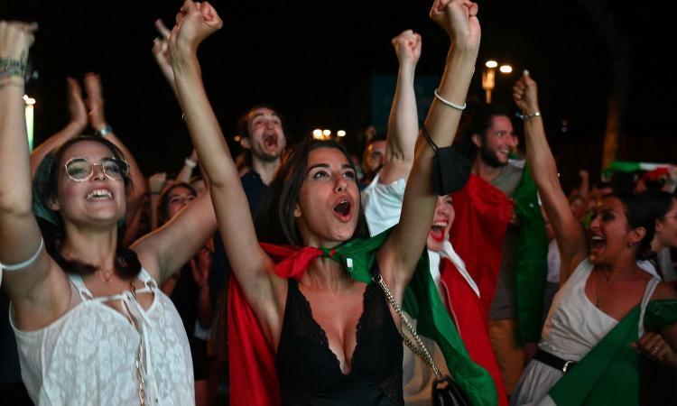 L'Italia è campione d'Europa: la festa azzurra nelle piazze FOTO e VIDEO