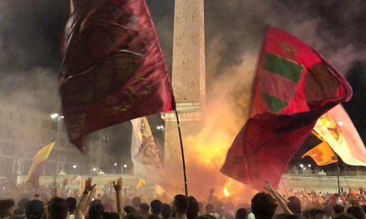 Roma, migliaia di tifosi in piazza per i 94 anni del club FOTO e VIDEO