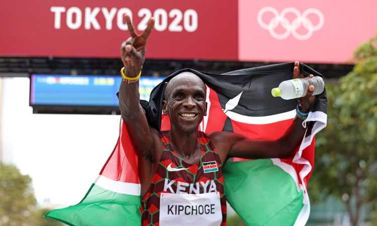 Kipchoge nella leggenda: bis olimpico, è il più grande maratoneta di sempre