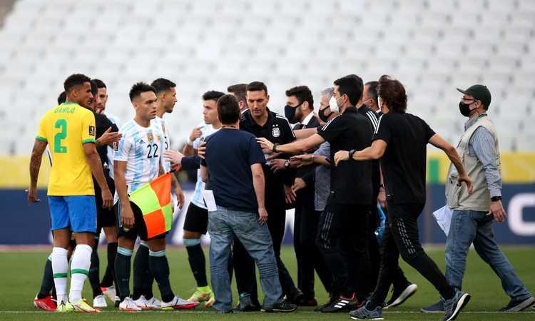 Brasile-Argentina sospesa, polizia in hotel e autorità sanitaria in campo: il racconto