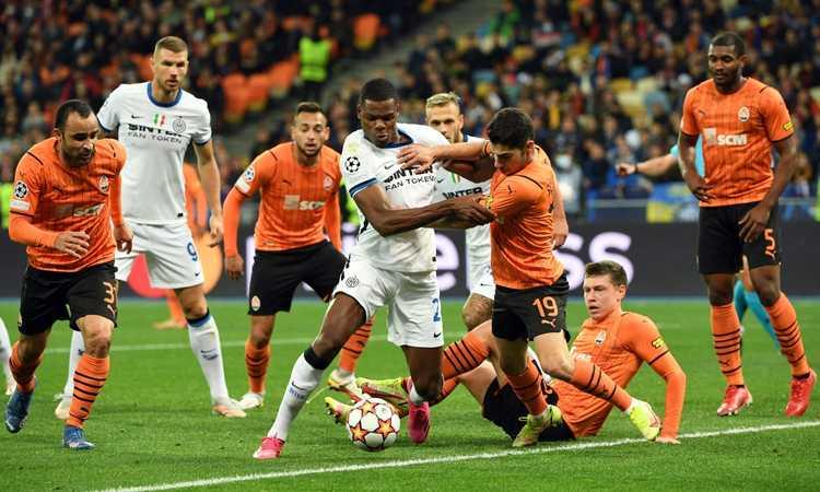 Shakhtar-Inter, le pagelle di CM: quanto sbagliano Dzeko e Lautaro, Dumfries imbalsamato