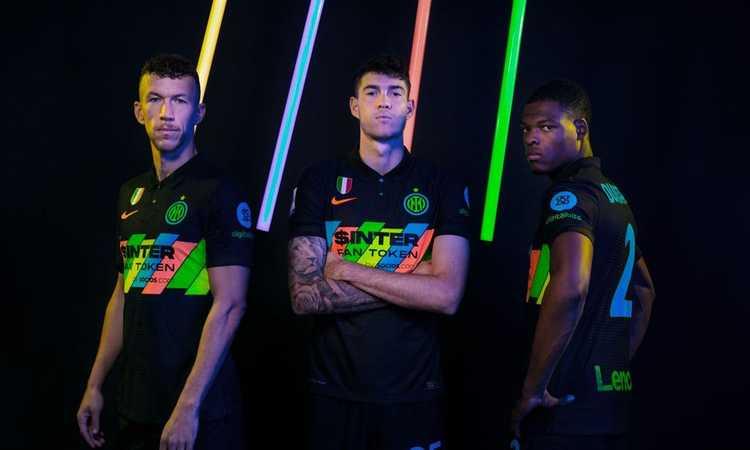 Inter, ecco la terza maglia con banda multicolore VIDEO