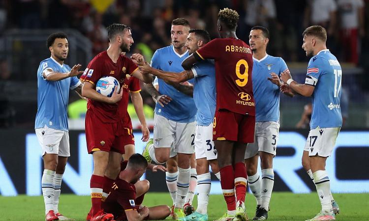 Lazio-Roma, rivivi la MOVIOLA: Leiva e Mourinho rischiano il rosso. La roma chiede un rigore sul gol di Pedro, c'è quello su Zaniolo. Mancano due gialli