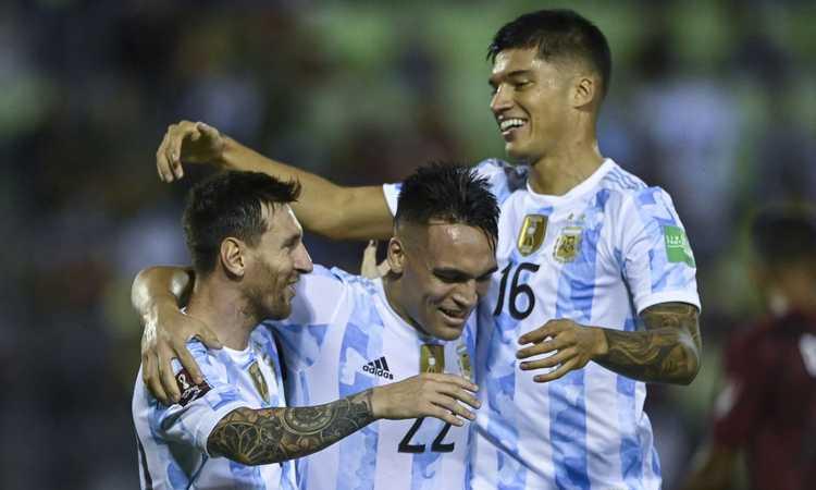Correa chiama l'Inter: nessun problema al ginocchio, Inzaghi pensa a Perisic in attacco con la Lazio