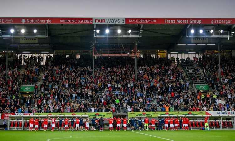 Momenti Di Gioia, Grifo e l'ultimo gol da lacrime per il Friburgo: addio dopo 67 anni allo stadio della Foresta Nera